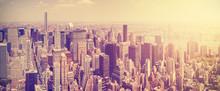 Vintage tónovaný Manhattan panorama při západu slunce, NYC, USA.
