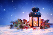 Detaily fotografie zasněžené lucerna na sněhu s vánoční dekorace 94478588ordinary dívka vaření se zeleninou