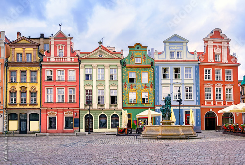 Colorful renaissance facades on the central market square in Poz © Boris Stroujko