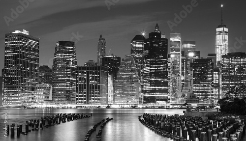 Black and white photo of Manhattan waterfront, NYC, USA. - 94703555