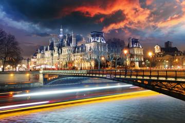 Paris city hall w nocy - Hotel de Ville