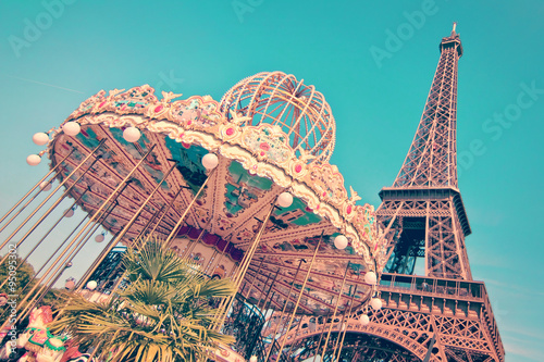 Keuken foto achterwand Eiffeltoren Vintage merry-go-round and the Eiffel tower, Paris France