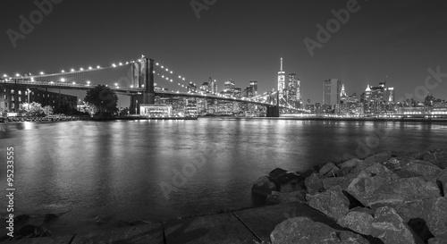 Foto op Aluminium New York Black and white photo of Manhattan waterfront at night, NYC, USA