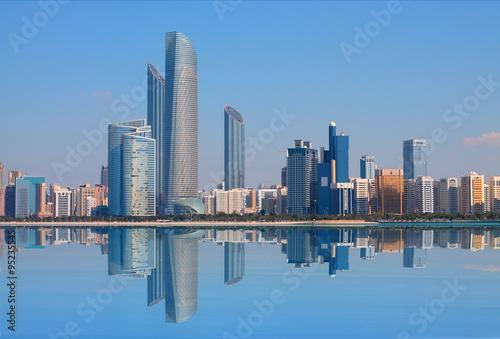 In de dag Abu Dhabi Abu Dhabi Skyline