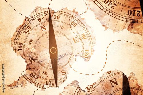 mapa-antarktydy-i-stary-papier-kompasowy-na-bialym-tle