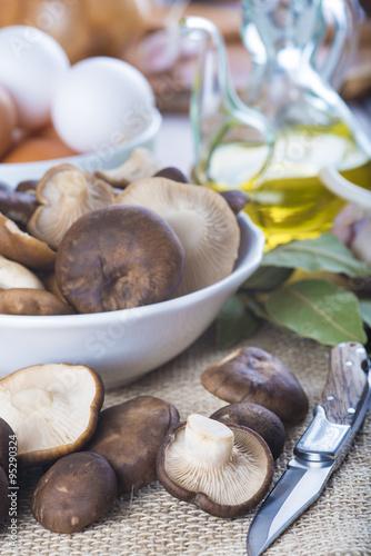 Pleorotus eryngii o setas de cardo con ingredientes para for Ingredientes para cocinar