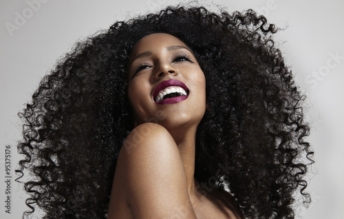 Plakat laughing woman with afro hair