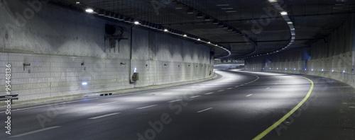 Autostrada w nocy