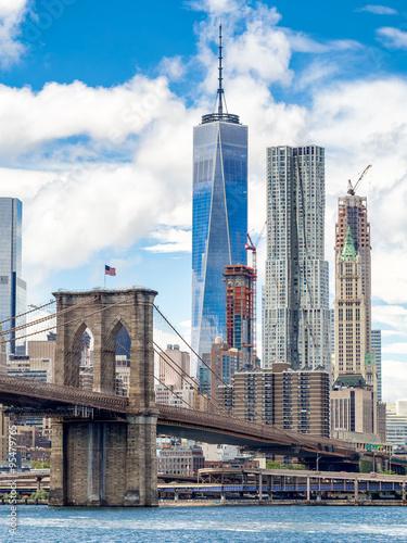Fototapeten Brooklyn Bridge The Brooklyn Bridge and the downtown Manhattan skyline in New Yo