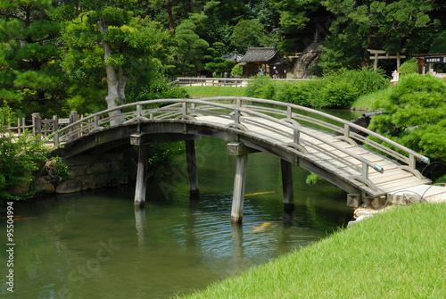 Fotobehang Tuin Bridge in Korakuen garden in Okayama, Japan
