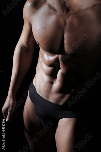 Poster Ragazzo indossa slip nero
