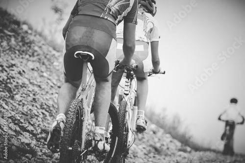 Póster Ragazzo di gara ciclista de bicicleta de montaña