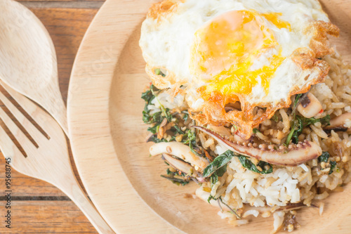... : Rice topped with stir-fried squid basil and fried egg (Thai food