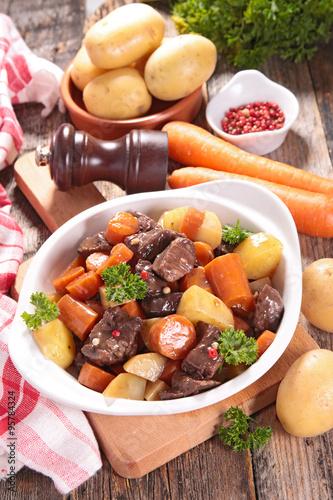 """beef stew with carrot and potato"""" Stockfotos und lizenzfreie Bilder ..."""