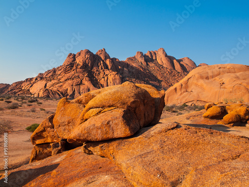 Papiers peints Cappuccino Massive granite rock formations in namibian Spitzkoppe area
