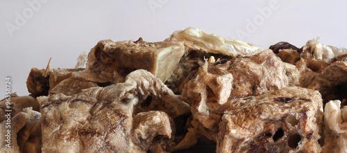 Постер, плакат: Необычное вещество похоже на старую кость Пористые куски с высокой детализацией Заготовка для создания поверхностей земли планеты Кости животного или человека, холст на подрамнике