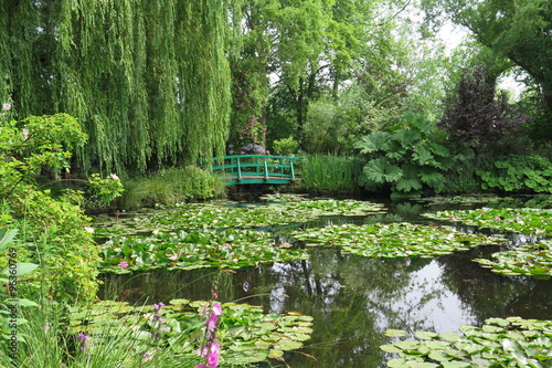 garten von claude monet in giverny imagens e fotos de stock royalty free no. Black Bedroom Furniture Sets. Home Design Ideas