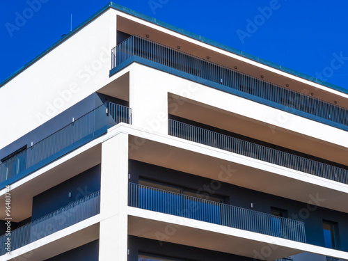 Modernes wohnhaus stock photo and royalty free images on for Modernes wohnhaus