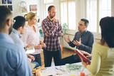 nastartovat obchodní skupina mladého architekta v kanceláři