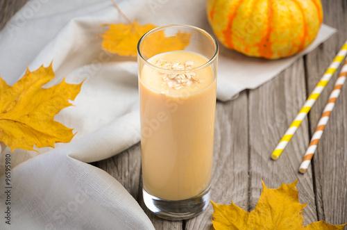 "Healthy pumpkin smoothie with banana and oatmeal"" Imagens e fotos de ..."