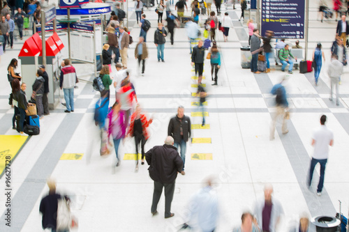 Poster LONDON, UK - SEPTEMBER 12, 2015: Liverpool street train station with lots of peo