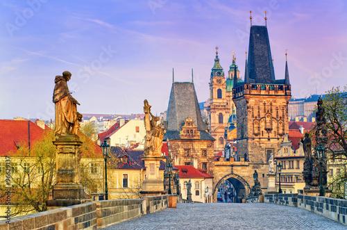 Charles most i góruje stary miasteczko Praga na wschodzie słońca, republika czech