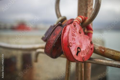 Foto op Plexiglas Kiev Symbol of love, heart-shaped lock chained on a pier in Novorossi
