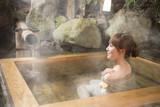 Fototapety 温泉に入る女性