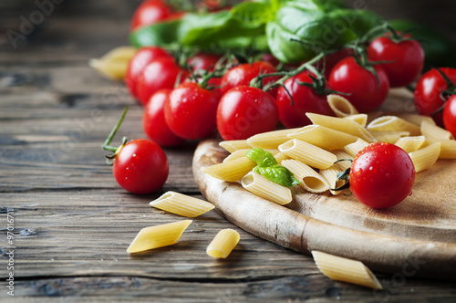 Poster, Tablou Raw intergal pasta with fresh tomato and basil