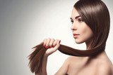 Kobieta z pięknymi długimi włosami
