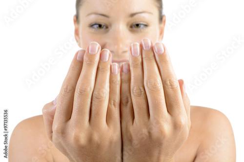 Fotobehang Manicure Frau bei Handpflege und Nagelpflege oder Maniküre