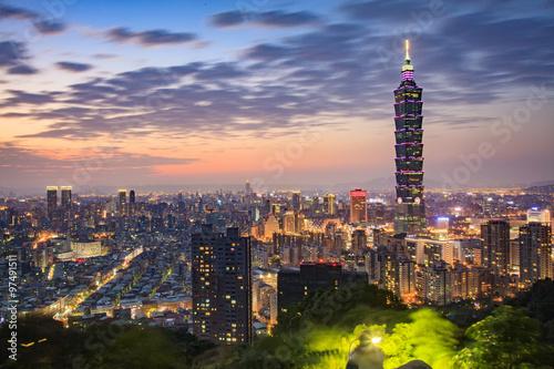 Poster Taipei, Taiwan city skyline at twilight.
