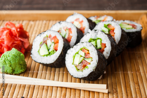 Papiers peints Sushi bar vegetarian sushi roll