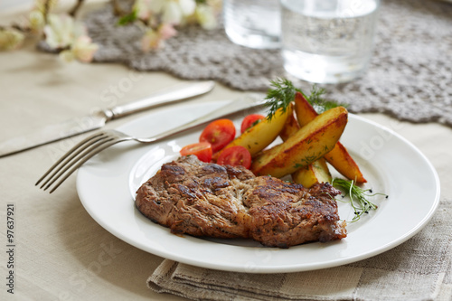 "piece of pork with sauteed potatoes and tomatoes"" Immagini e ..."