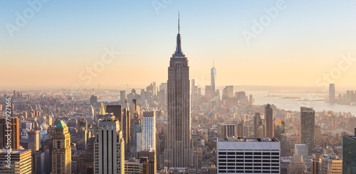 In de dag New York New York City Manhattan skyline in sunset.