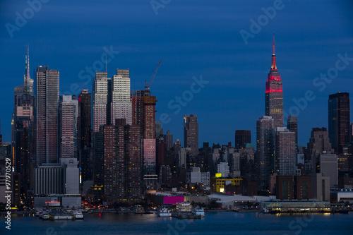 Foto op Aluminium New York A Pink Tinged New York City Skyline at Dusk