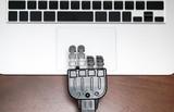 タイピングするロボットの手