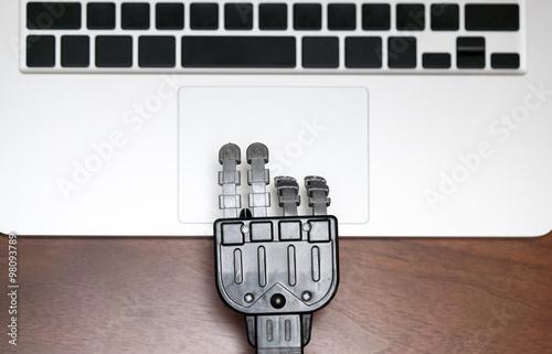 Poster タイピングするロボットの手