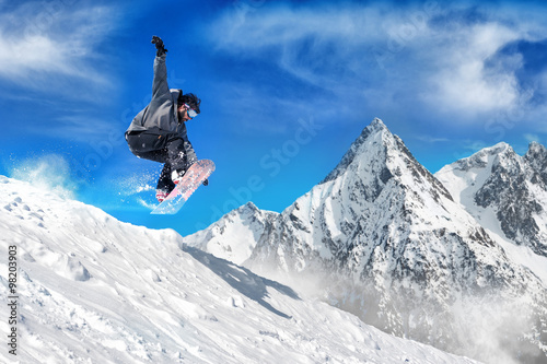 Poszter Extreme snowboarding man / Snowboarder jumping high in the air