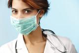 ritratto di dottoressa con mascherina