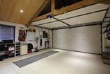 intérieur garage maison deux voitures - 98347193