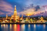 Fototapety Wat Arun night view Temple in bangkok, Thailand..