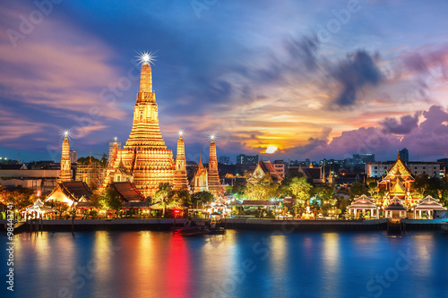 Plagát, Obraz Wat Arun night view Temple in bangkok, Thailand..