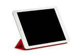 Tableta sobre fondo blanco situada en soporte rojo