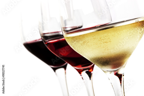 Poster, Tablou Wine Glasses over White