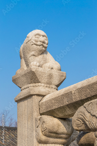 Quot old lion stone sculpture in korea style imagens e fotos