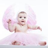 Bebé angelito rosa levantando manitas