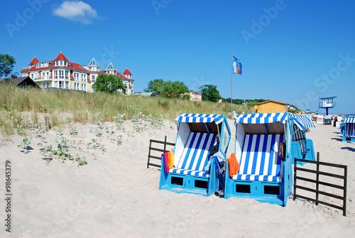 Zwei Strandkörbe am Bansiner Strand Poster