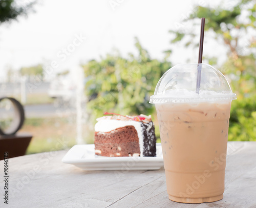 "Iced coffee with blueberry cheese cake"" Fotos de archivo e imágenes ..."