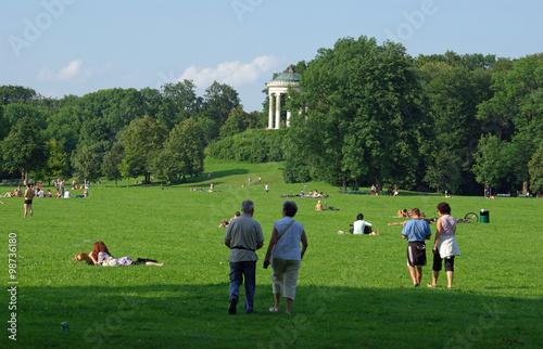 Munich d tente dans le jardin anglais au coeur de la for Jardin anglais allemagne
